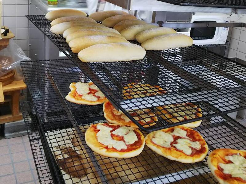 パン工場焼き上がり